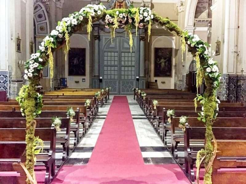 Arco floral para iglesia