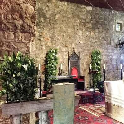 Decoración verde para altar