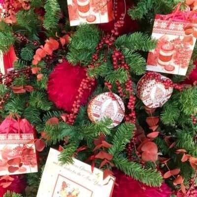 Detalle Árbol de Navidad Rojo