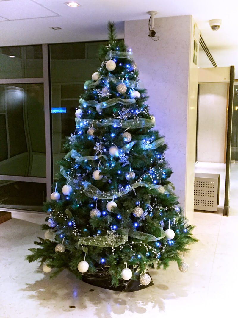 Árbol de navidad en tono azul