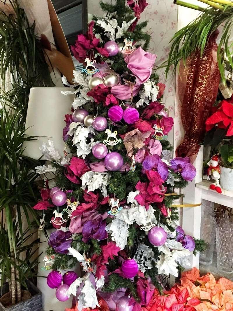 Rbol de navidad en tono rosa y blanco flores fela - Arboles de navidad rosa ...