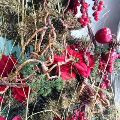 Detalle Árbol de Navidad de pino en tono rojo