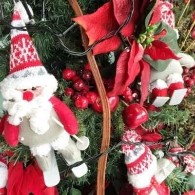Detalle Árbol de Navidad con Papá Noel