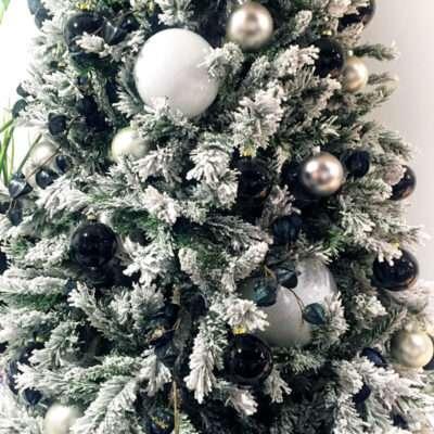 Árbol de Navidad blanco nieve (detalle)