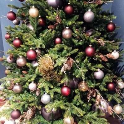 Árbol de Navidad tonos cálidos (detalle)