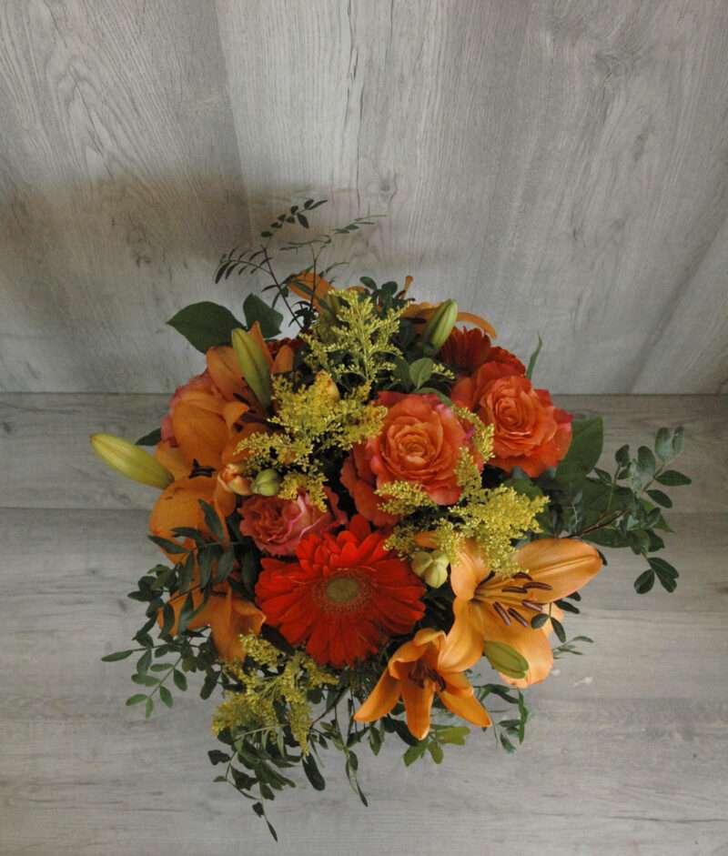 Ramo de gerberas naranjas, rosas naranjas, lilium naranja y solidago