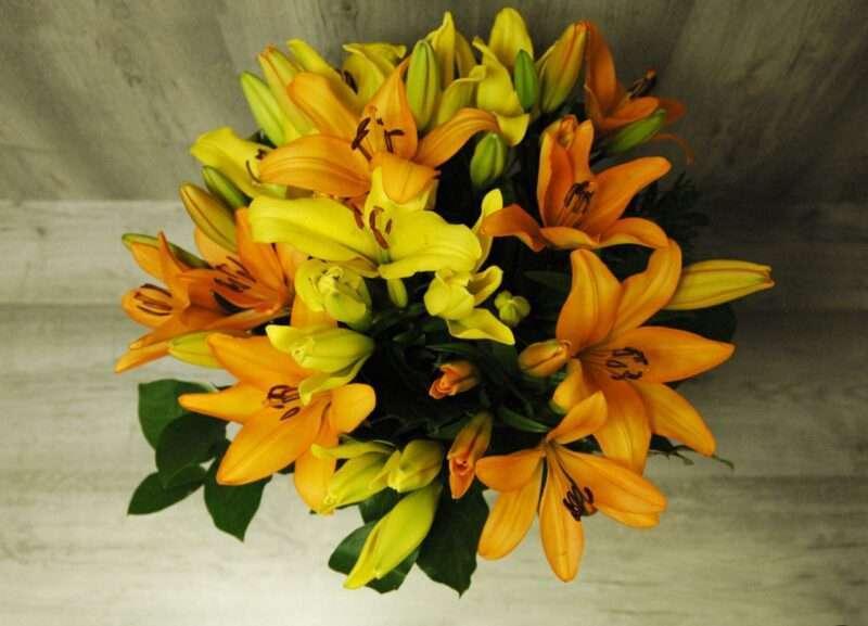 Ramo de lilium en naranja y amarillo