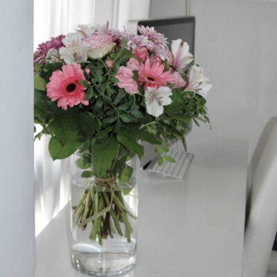 Ramo de margaritas, alstroemerias, gerberas y rosas