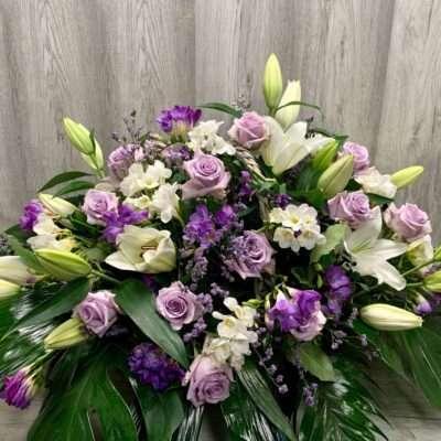 Centro de flores en tonos lilas flores fela